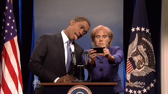 President Obama sign language translates into laughs on SNL (Jay Pharoah and Kate McKinnon)