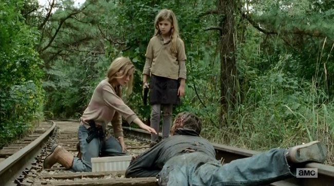 Walking Dead feeding zombies Lizzie (Brighton Sharbino) Mika (Kyla Kenedy)
