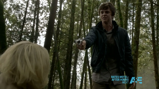 Bates Motel The Immutable Truth - Norman points gun at Norma (Freddie Highmore and Vera Farmiga)