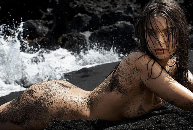 Blurred lines girl Emily Ratajkowski GQ July 2014 butt