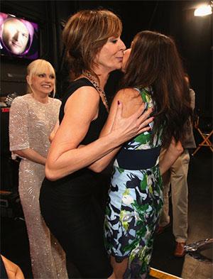 Allison Janney Sandra Bullock kiss