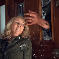 Halloween 2018 Laurie Strode (Jamie Lee Curtis) Michael Myers at door